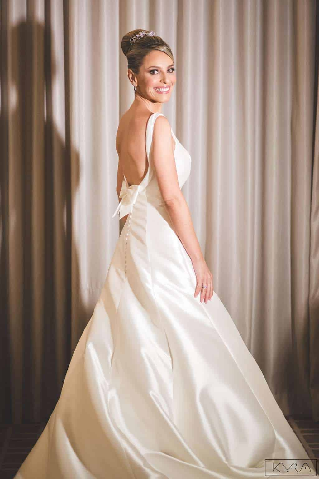 ana-carolina-e-bernardo-Anna-Carolina-Werneck-beleza-da-noiva-casamento-tradicional-Gavea-Golf-Club-Kyra-Mirsky-look-making-of-mini-wedding-noiva-verde-e-rosa-vestido-de-noiva-casamento-56