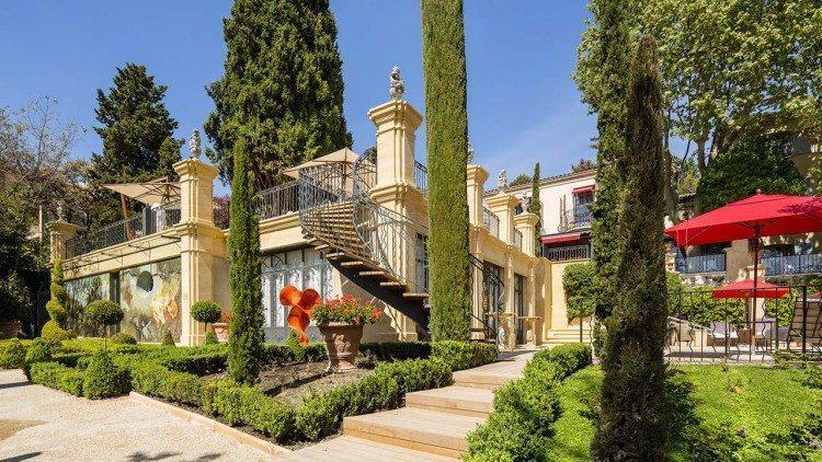 Europa-França-Aix-en-Provence-Avignon-Le-Castellet-Villa-Gallici-Faixada-750x422