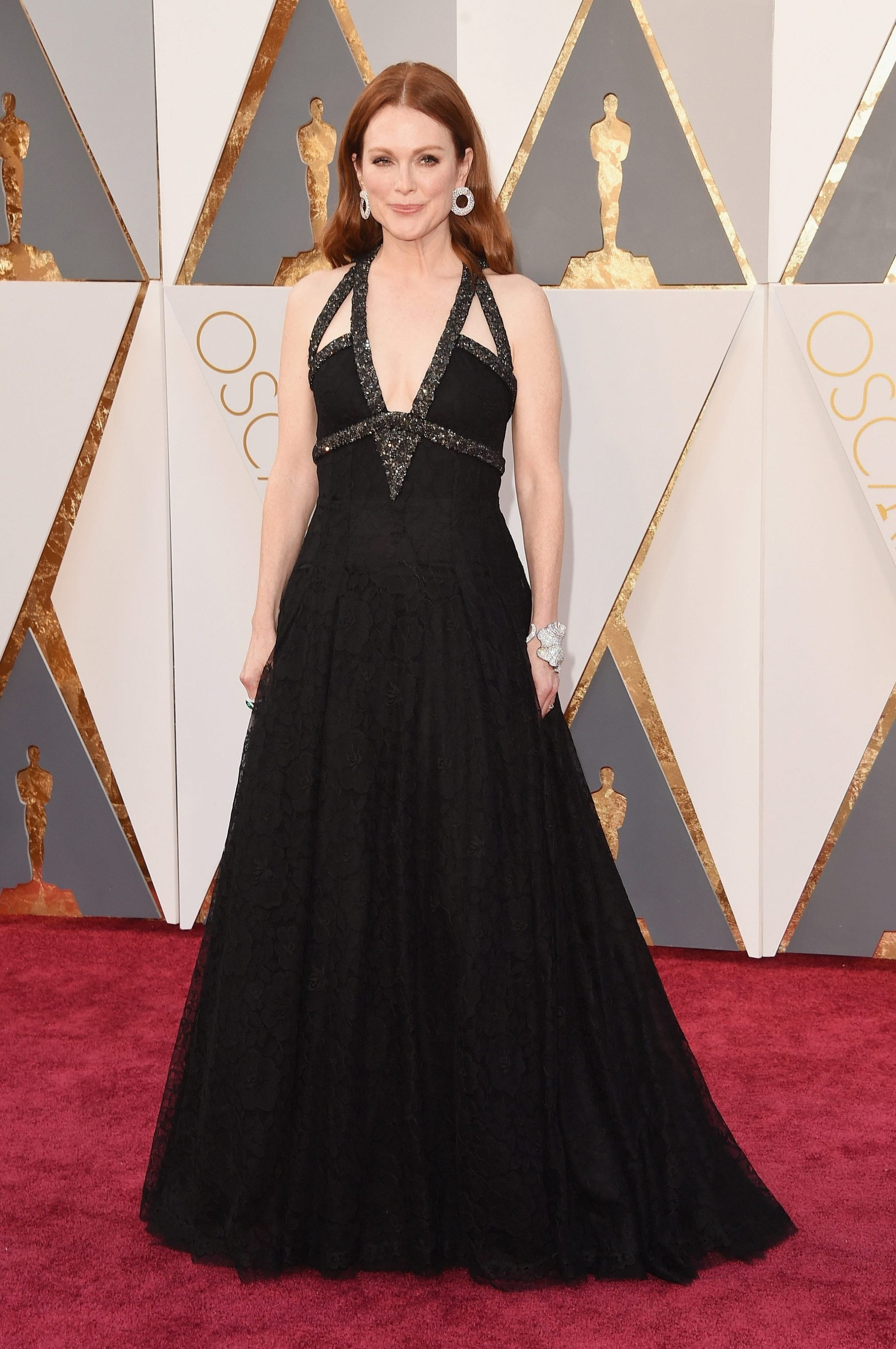 Julianne-Moore-Wearing-a-custom-Chanel-Haute-Couture-gown-and-Chopard-jewels.-Image-Source-Getty-Jason-Merritt