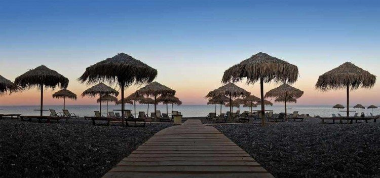 Kamari-Beach-750x351