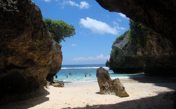Uluwatu-Beach-750x464