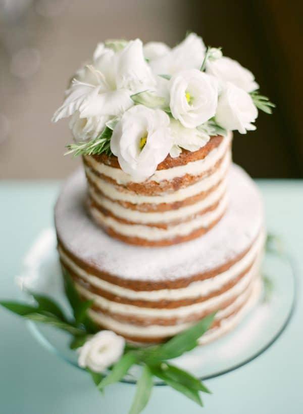 delish-wedding-trends-nakedcake