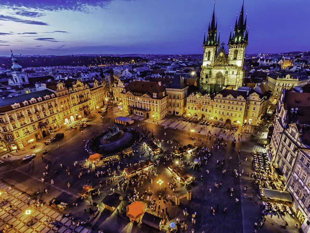 1024px-Prague_cityscape_at_dusk_8325431303