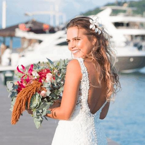 Grinalda-de-flores-noiva-Angela-Pimentel-Athayde-CaseMe-cabelo-meio-preso
