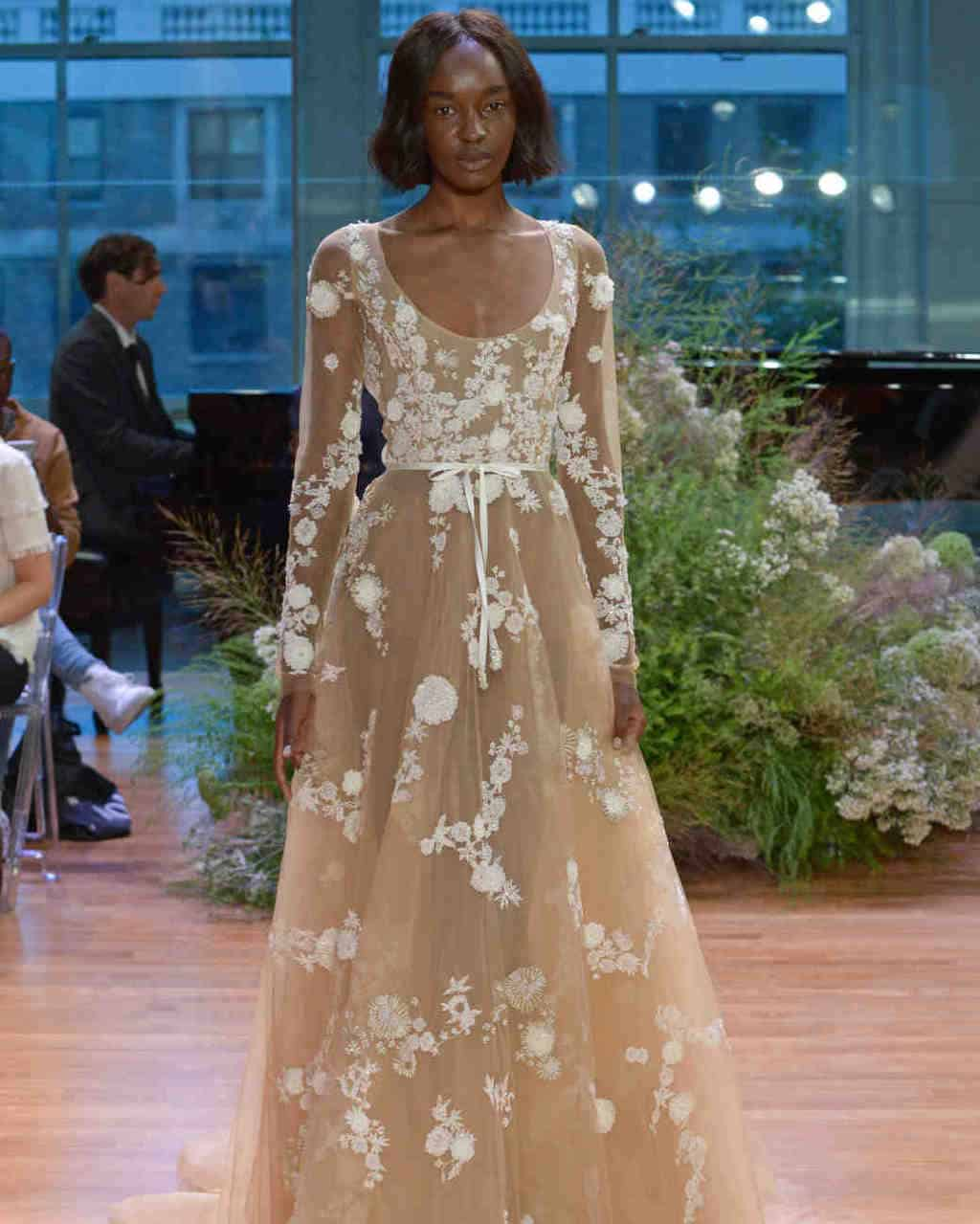 Monique-Lhuillier-wedding-dress-fall2017-62033510-010_vert