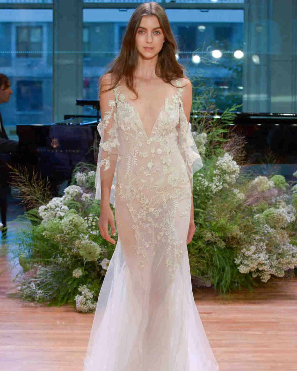 Monique-Lhuillier-wedding-dress-fall2017-62033510-013_vert-1