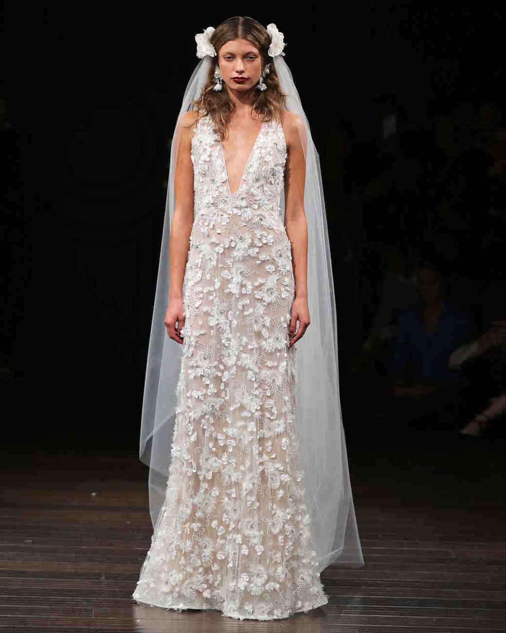 naeem-khan-wedding-dress-fall2017-6203351-018_vert-1