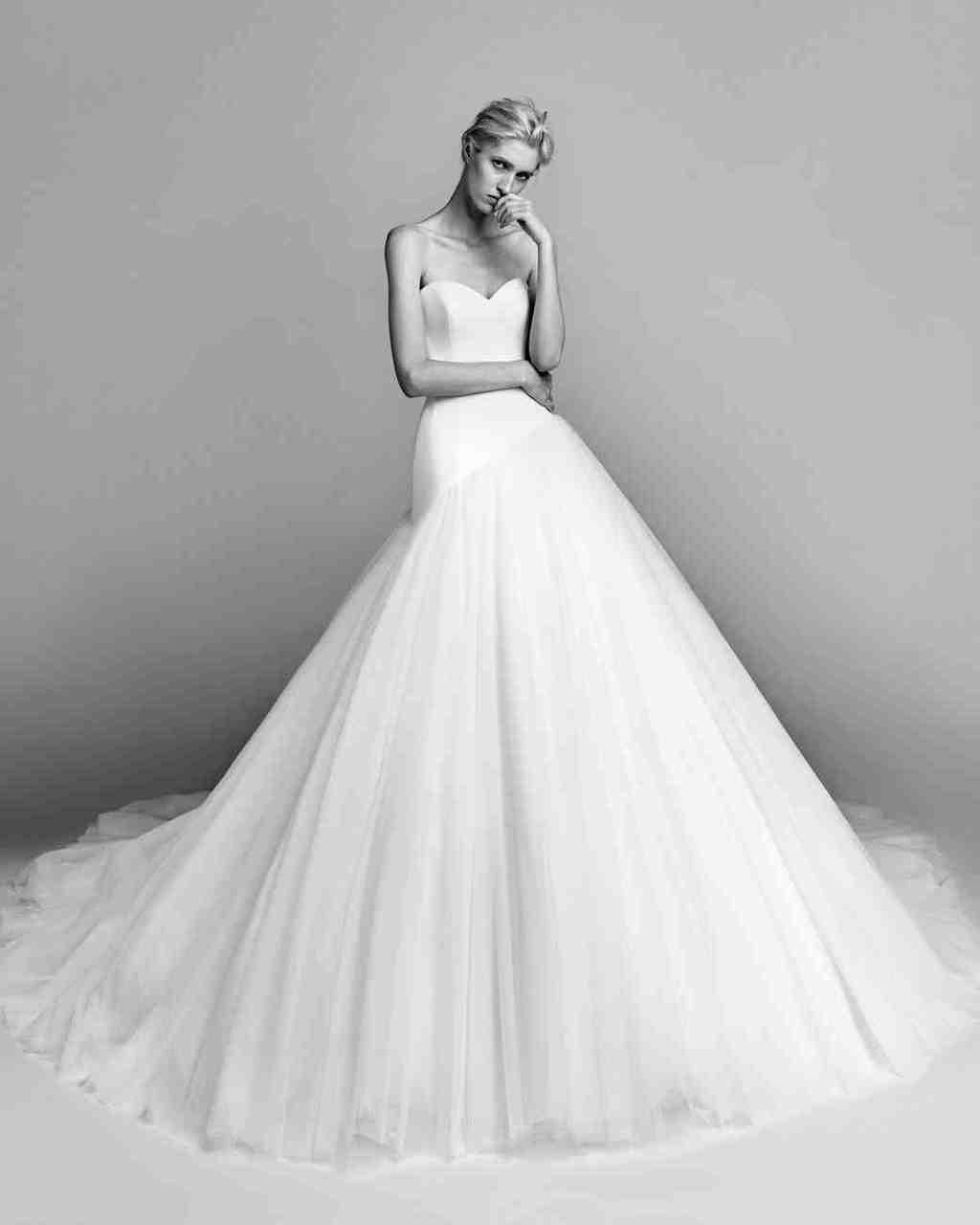 viktor-and-rolf-fall-2017-wedding-dress-005_vert