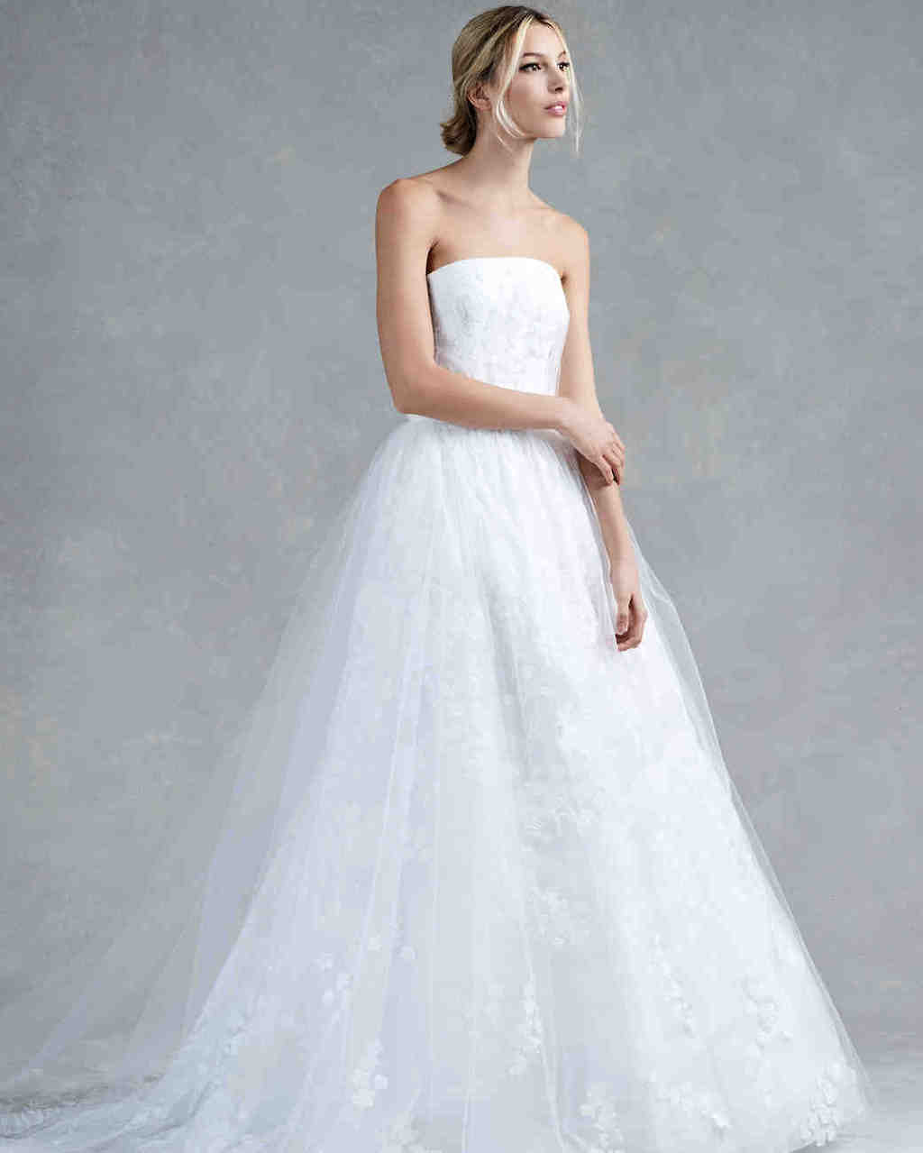 oscar-de-la-renta-wedding-dress-fall-2017_010_vert