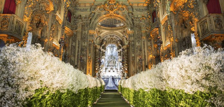 flores-na-decoracao-da-igreja-caseme
