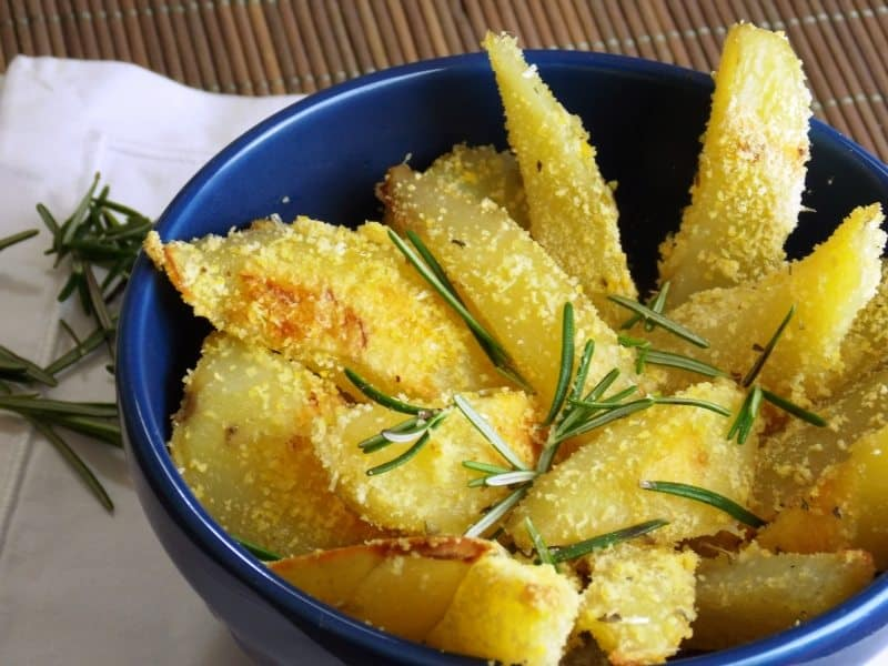 10-receitas-faceis-e-saudaveis-batatas-rusticas-ao-forno-caseme