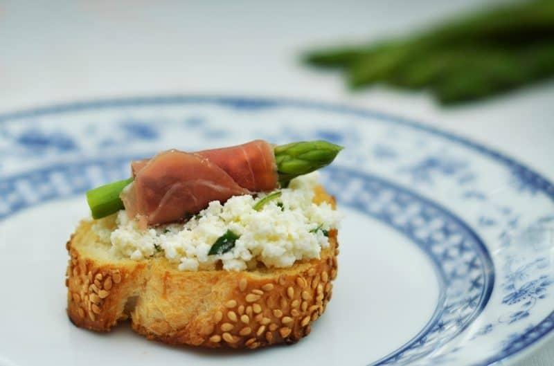 10-receitas-faceis-e-saudaveis-crostini-de-aspargos-caseme