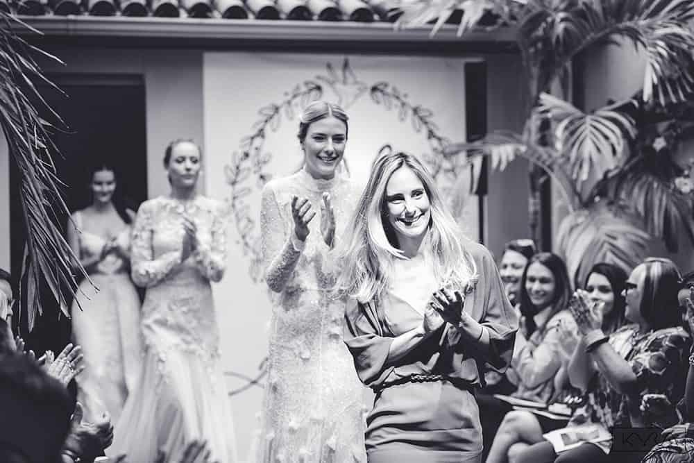 desfile-vestido-de-noiva-entardecer-julia-golldenzon-foto-kyra-mirsky-11