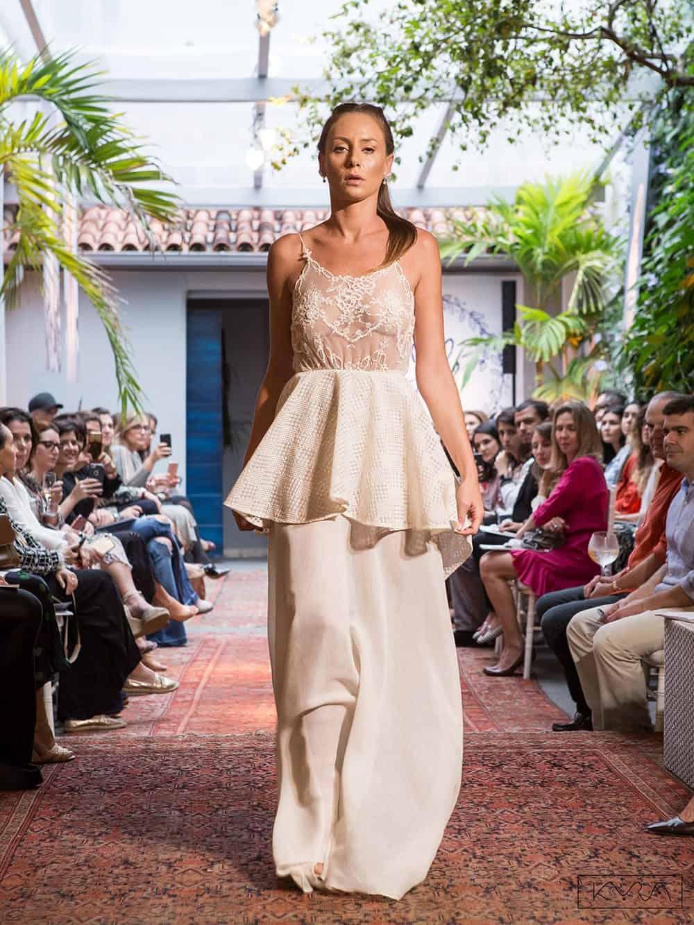 desfile-vestido-de-noiva-entardecer-julia-golldenzon-foto-kyra-mirsky-112