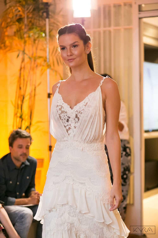 desfile-vestido-de-noiva-entardecer-julia-golldenzon-foto-kyra-mirsky-115