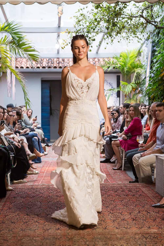desfile-vestido-de-noiva-entardecer-julia-golldenzon-foto-kyra-mirsky-117