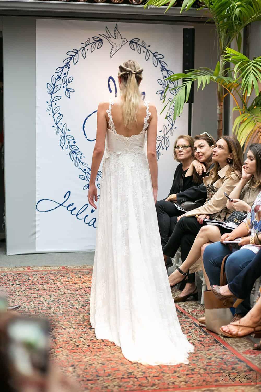 desfile-vestido-de-noiva-entardecer-julia-golldenzon-foto-kyra-mirsky-126