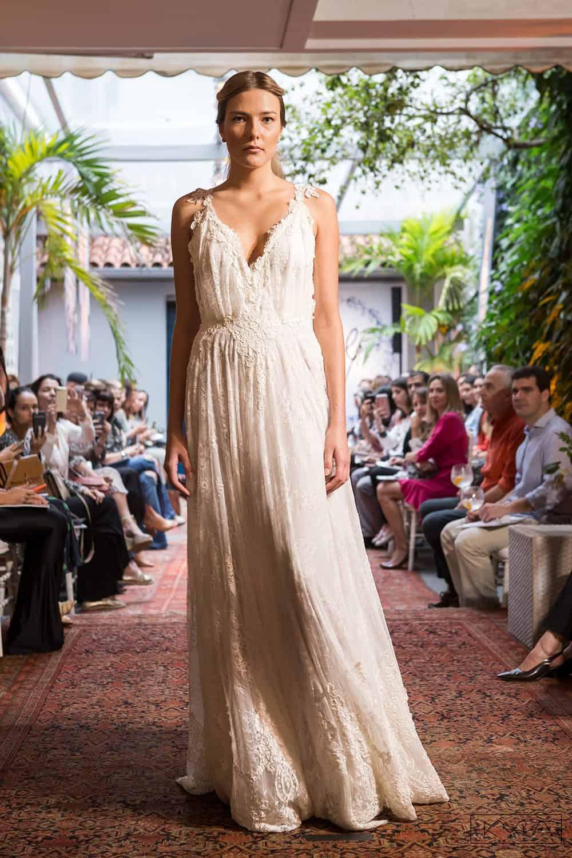 desfile-vestido-de-noiva-entardecer-julia-golldenzon-foto-kyra-mirsky-130