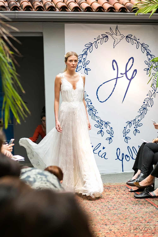 desfile-vestido-de-noiva-entardecer-julia-golldenzon-foto-kyra-mirsky-131