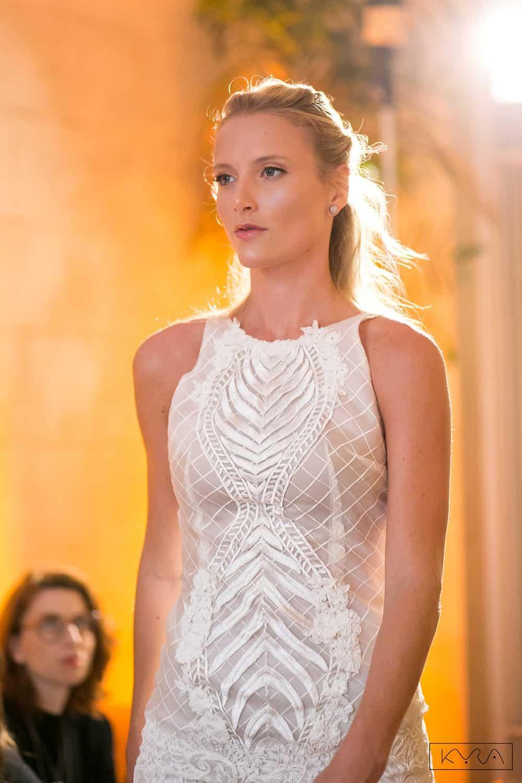 desfile-vestido-de-noiva-entardecer-julia-golldenzon-foto-kyra-mirsky-25