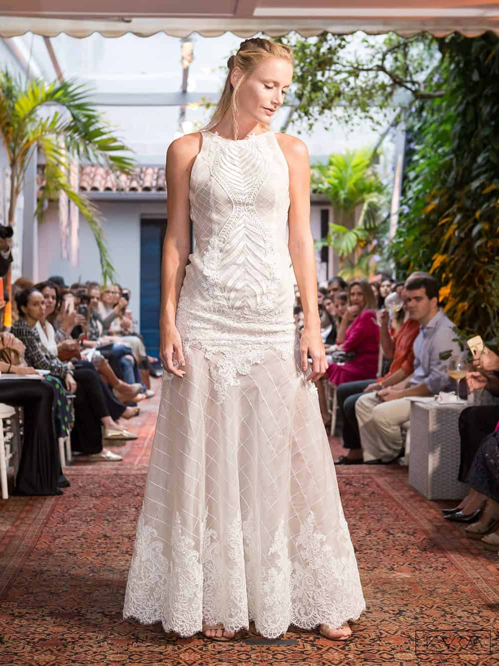 desfile-vestido-de-noiva-entardecer-julia-golldenzon-foto-kyra-mirsky-27