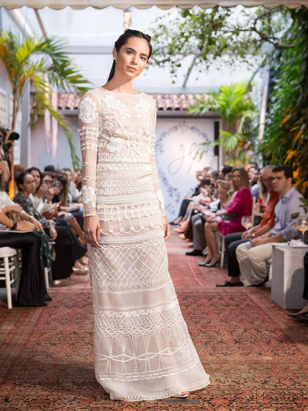 desfile-vestido-de-noiva-entardecer-julia-golldenzon-foto-kyra-mirsky-33
