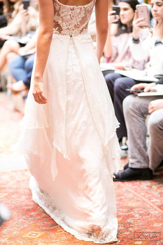 desfile-vestido-de-noiva-entardecer-julia-golldenzon-foto-kyra-mirsky-47