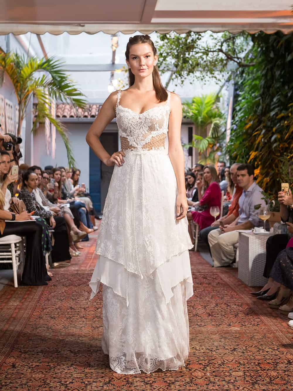 desfile-vestido-de-noiva-entardecer-julia-golldenzon-foto-kyra-mirsky-54