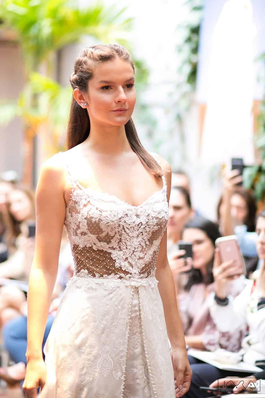 desfile-vestido-de-noiva-entardecer-julia-golldenzon-foto-kyra-mirsky-58