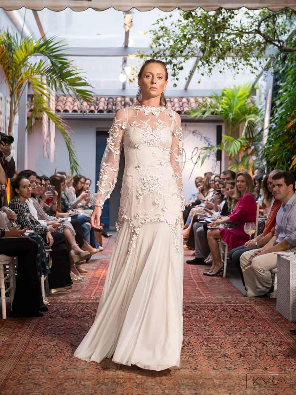 desfile-vestido-de-noiva-entardecer-julia-golldenzon-foto-kyra-mirsky-64