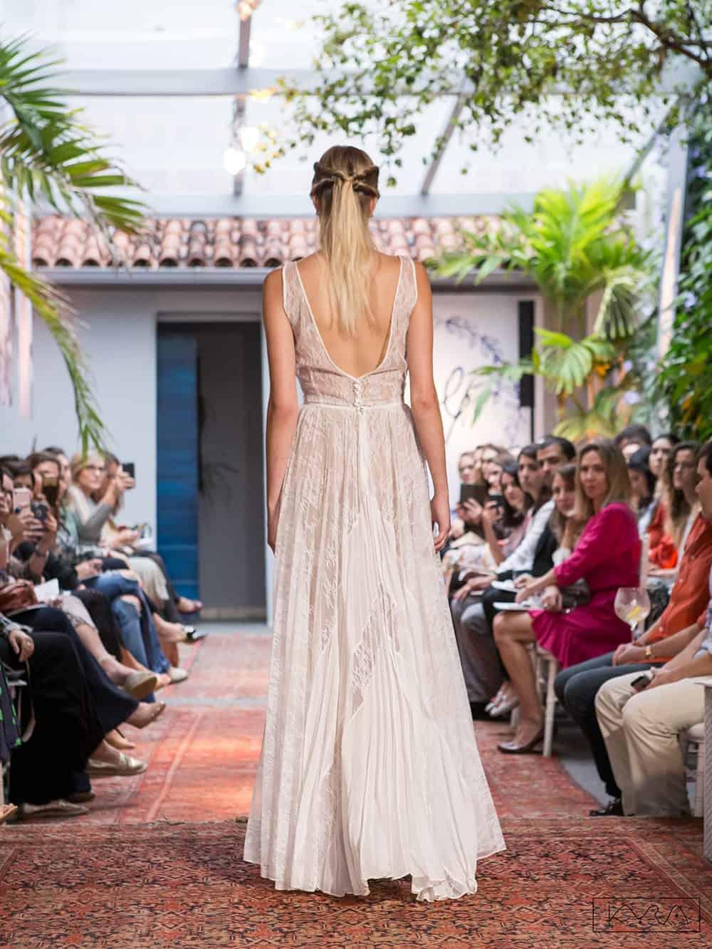 desfile-vestido-de-noiva-entardecer-julia-golldenzon-foto-kyra-mirsky-88