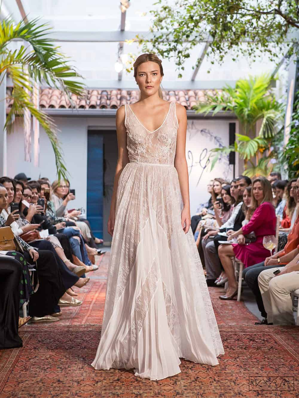 desfile-vestido-de-noiva-entardecer-julia-golldenzon-foto-kyra-mirsky-92