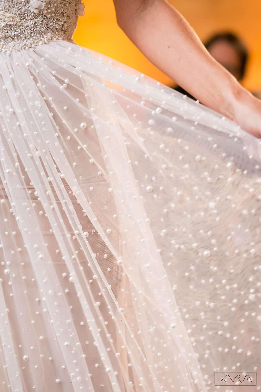 desfile-vestido-de-noiva-entardecer-julia-golldenzon-foto-kyra-mirsky-97