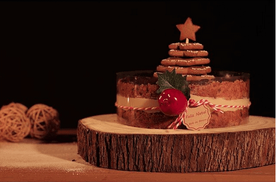 bolo-com-massa-de-amora-recheio-de-brigadeiro-brando-e-geleria-caseira-de-frutas-vermelhas-julietas-atelie