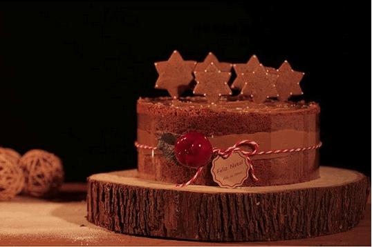 bolo-de-nozes-com-recheio-de-doce-de-leite-e-flor-de-sal-julietas-atelie-