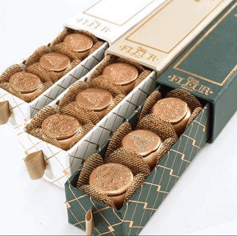 caixa-com-6-bombons-sortidos-crocante-de-nutella-gianduia-e-pao-de-mel-petite-fleur-patisserie-477x475