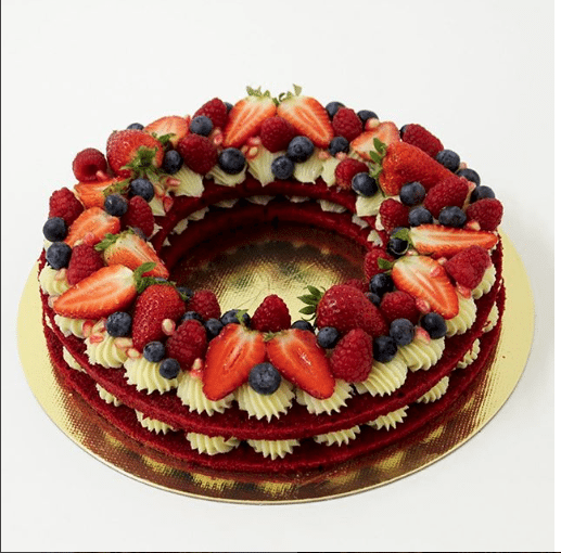 guirlanda-red-velvet-com-brigadeiro-de-cheesecake-e-frutas-vermelhas-pecadille