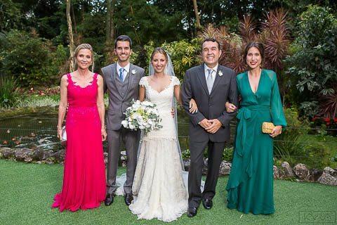0009-Poses-Giovanna-e-Pedro-IMG_9027AG2-Digital-Anna-Carolina-Werneck-Casa-das-Canoas-Casamento-Fotos-família-Kyra-Mirsky-Rio-de-Janeiro