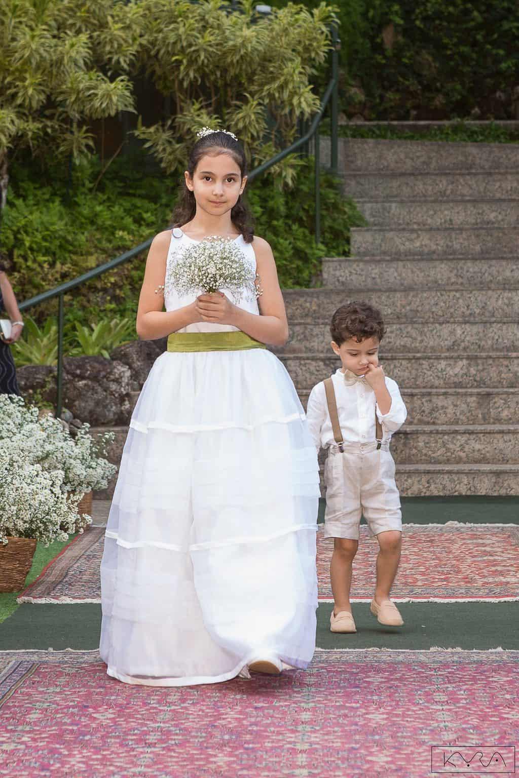 0150-Cerimonia-Giovanna-e-Pedro-IMG_8734AG2-Digital-Anna-Carolina-Werneck-Casa-das-Canoas-Casamento-Cerimônia-Cortejo-Entrada-damas-Kyra-Mirsky-Rio-de-Janeiro-1