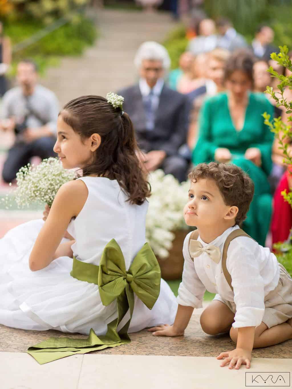 0227-Cerimonia-Giovanna-e-Pedro-KYRA4901AG2-Digital-Anna-Carolina-Werneck-Casa-das-Canoas-Casamento-Cerimônia-Damas-Kyra-Mirsky-Pajem-Rio-de-Janeiro-1