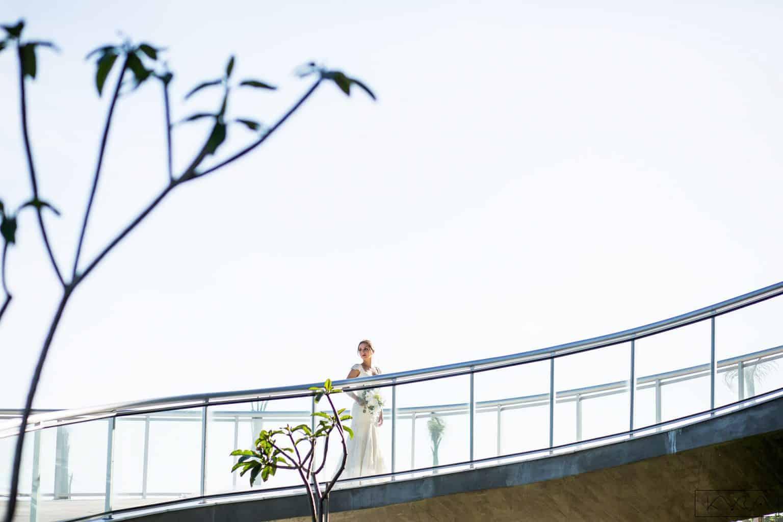 0391-Making-of-Giovanna-e-Pedro-KYRA4569AG2-Digital-Anna-Carolina-Werneck-Casa-das-Canoas-Casamento-Kyra-Mirsky-Noiva-Poses-noiva-Rio-de-Janeiro-1