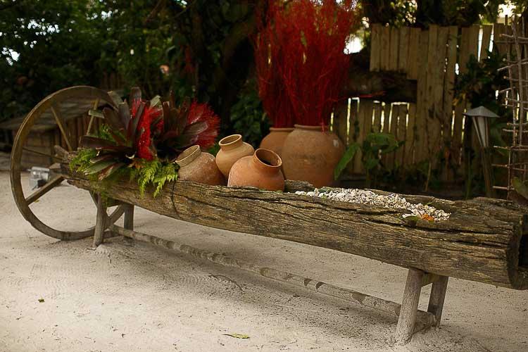 Casamento-Bruna-e-Rafael-Casamento-em-na-praia-Casamento-temático-Conchas-Decor-Decoração-vermelha-Fotografia-Fercesar-Mar-CaseMe1900-x-1267Amore-Produção_