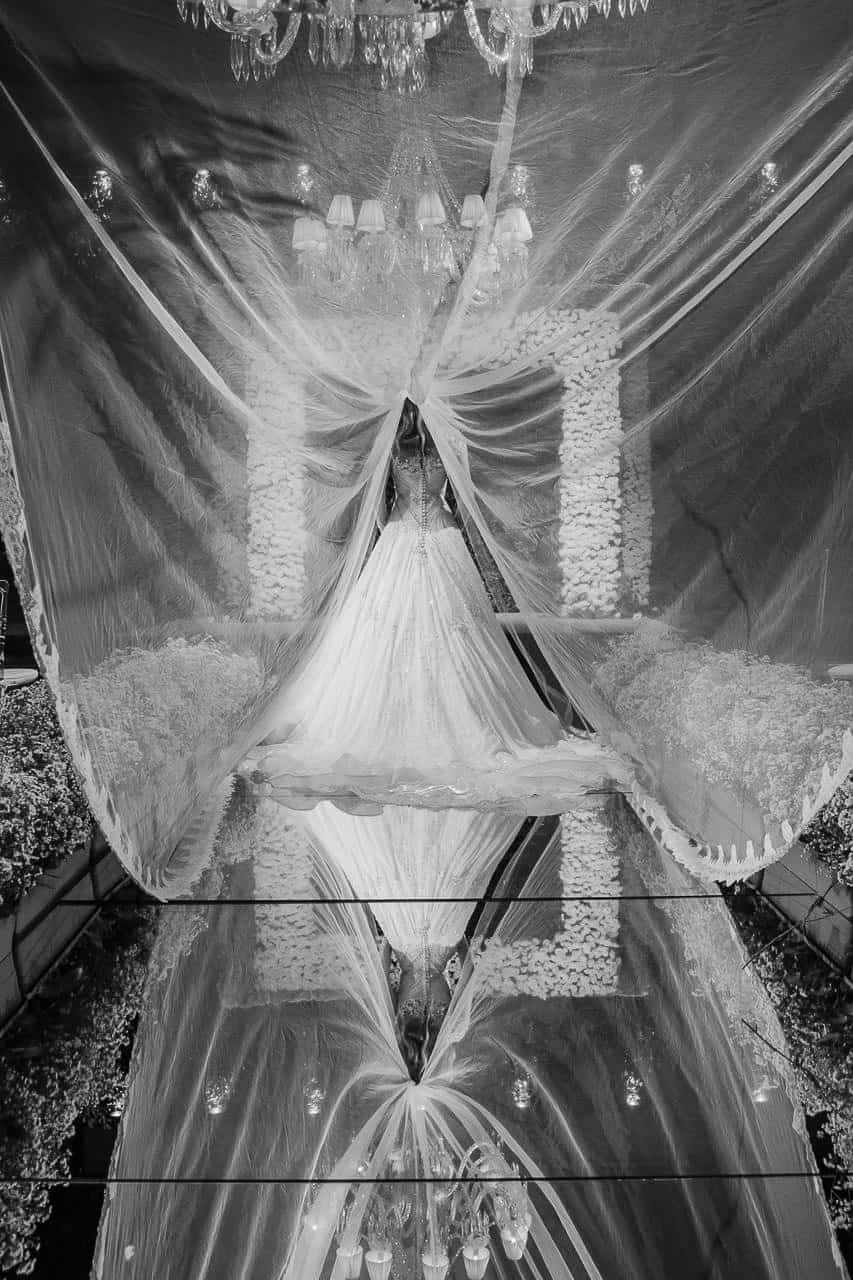casamento-raissa-e-douglas-caseme-11Ana-Haertel-Casa-Charlô-Casamento-Casamento-tradicional-Miguel-Kanashiro-Poses-noiva-Roberto-Tamer-São-Paulo-Véu