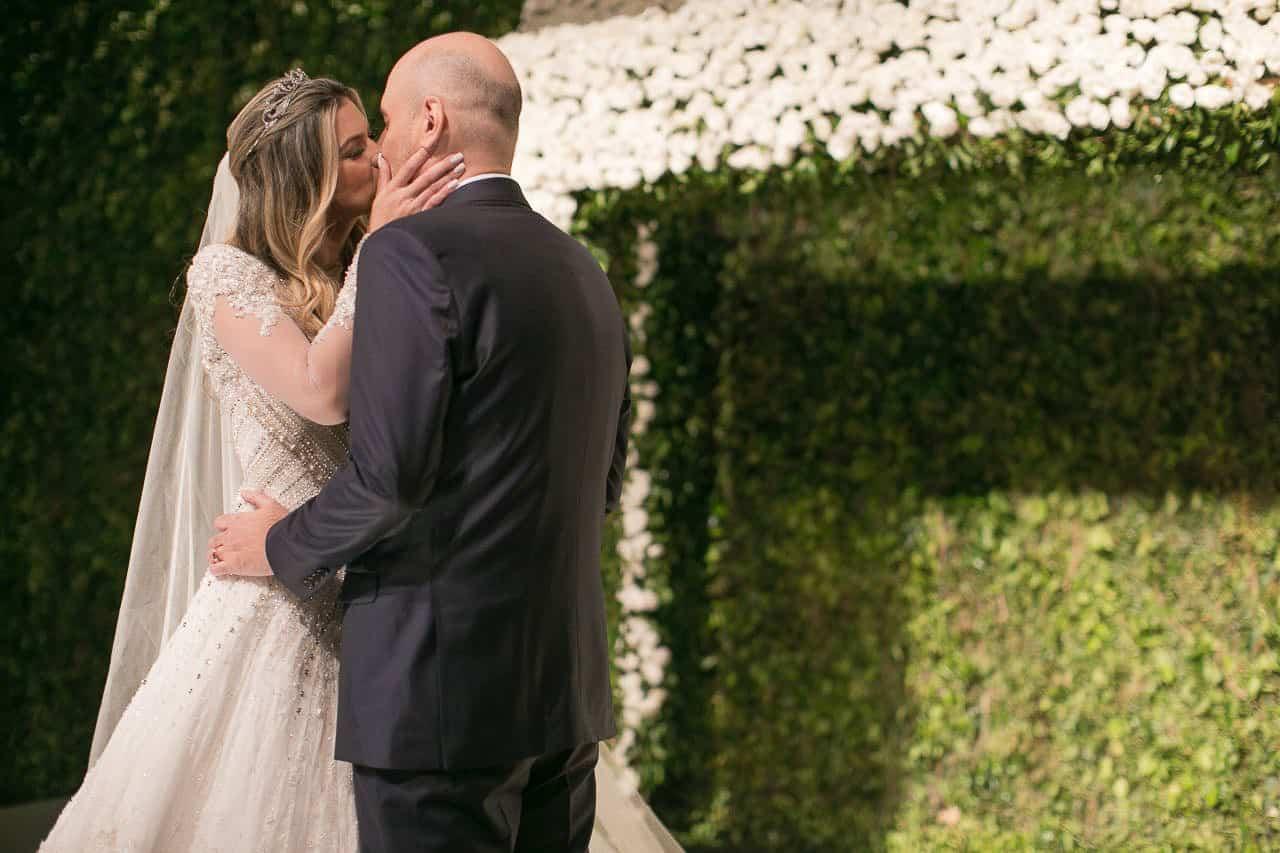 casamento-raissa-e-douglas-caseme-16Ana-Haertel-Casa-Charlô-Casamento-Casamento-tradicional-Miguel-Kanashiro-Poses-Casal-Roberto-Tamer-São-Paulo