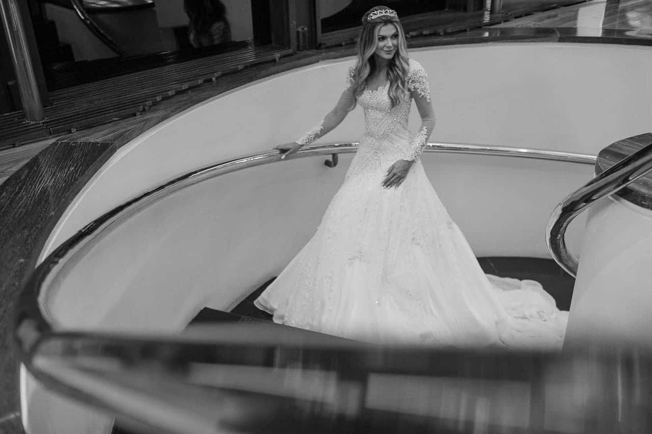 casamento-raissa-e-douglas-caseme-21Ana-Haertel-Casa-Charlô-Casamento-Casamento-tradicional-Miguel-Kanashiro-Poses-noiva-Roberto-Tamer-São-Paulo