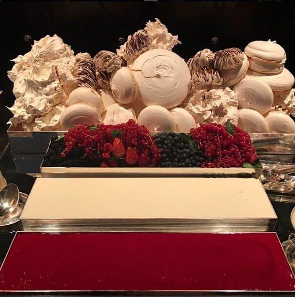merengue-de-frutas-vermelhas-desconstruido-buffet-casamento