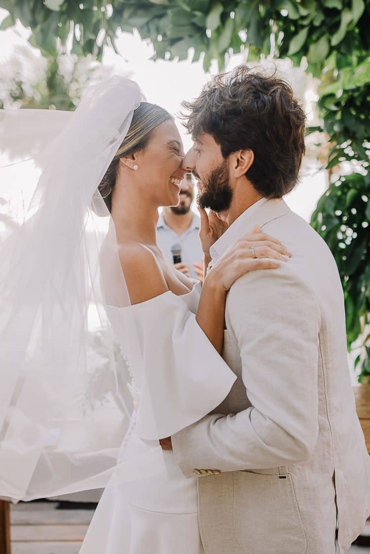 Beijo-Cerimônia-Fotografia-Aline-Ferreira-Greenery-Ilhabela-Monique-e-Bruno-CaseMe-2
