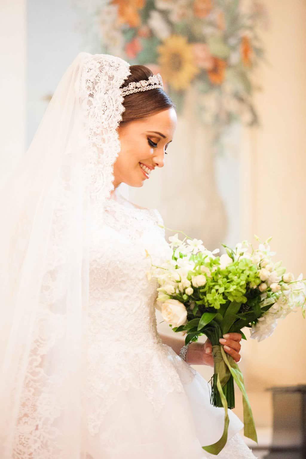 Buquê-Casamento-Clássico-Casamento-tradicional-Copacabana-Palace-Monica-Roias-Poses-noiva-Ribas-Foto-e-Vídeo-Silvio-Cruz-Tuanny-e-Bernardo-CaseMe