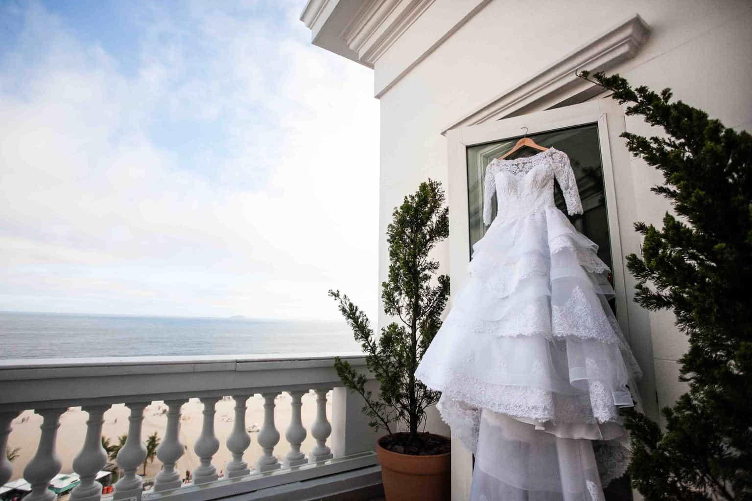Casamento-Clássico-Casamento-tradicional-Copacabana-Palace-Making-of-Monica-Roias-Ribas-Foto-e-Vídeo-Sapato-Silvio-Cruz-Tuanny-e-Bernardo-Vestido-de-noiva-CaseMe