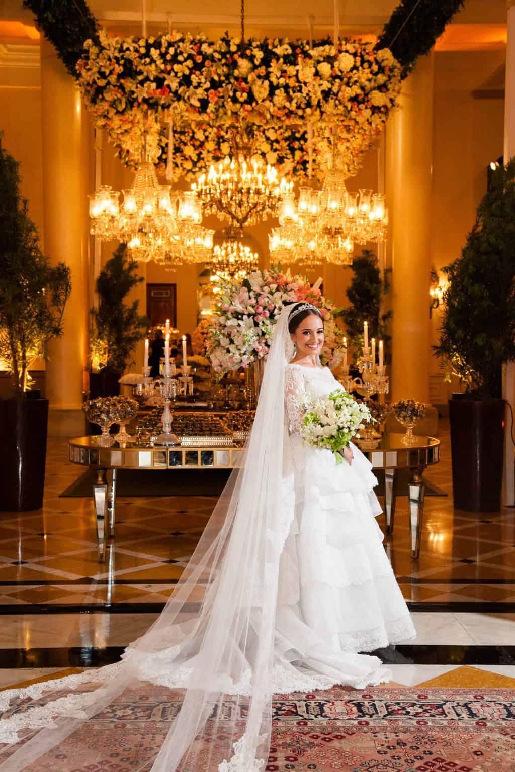 Casamento-Clássico-Casamento-tradicional-Copacabana-Palace-Monica-Roias-Poses-noiva-Ribas-Foto-e-Vídeo-Silvio-Cruz-Tuanny-e-Bernardo-CaseMe-8